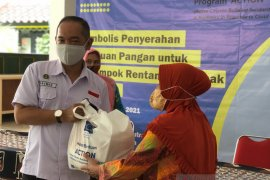Sebanyak 1.750 warga prasejahtera-rentan di Yogyakarta terima bantuan pangan