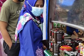 Masyarakat Kuansing serbu pasar murah di Lapangan Limuno