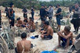 Polda Riau gulung 11 penambang emas ilegal di Kuansing