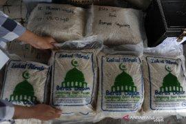 Pembayaran zakat fitrah di Palembang