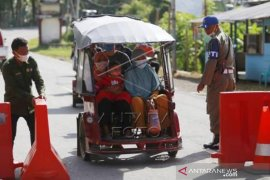 Aktivitas Warga Di Perbatasan Dua Kecamatan Beda Provinsi