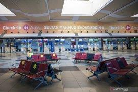 Suasana Bandara SMB II Palembang Saat Hari Pertama Penerapan Larangan Mudik