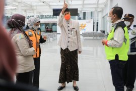 Penumpang COVID-19 lolos, Ganjar inspeksi Bandara Semarang