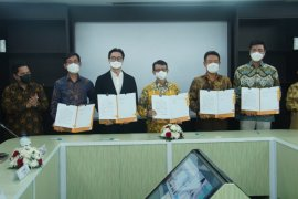 Konsorsium BUMN-LG tanda tangani perjanjian bangun industri baterai listrik