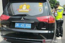 """Polisi tahan kendaraan dengan pelat nomor \""""Kekaisaran Sunda\"""""""