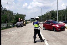 Polres Mesuji putar balik puluhan  kendaraan ke arah Palembang Page 4 Small