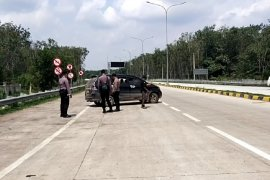 Polres Mesuji putar balik puluhan  kendaraan ke arah Palembang Page 2 Small