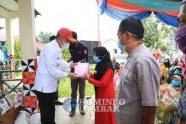Parosil serahkan bantuan dan insentif kepada guru ngaji dan marbot masjid