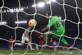 Liga Europa - MU tetap ke final meski kalah di leg kedua lawan Roma