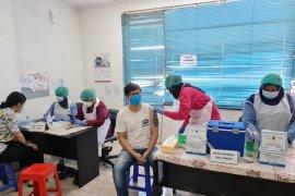 Anies Baswedan lapor Wamenkes soal warga meninggal usai vaksinasi AstraZeneca