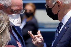 CDC AS: Penerima vaksin lengkap tak perlu pakai masker di luar ruangan