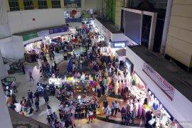 Keramaian masih terjadi di Pasar Tanah Abang, Minggu