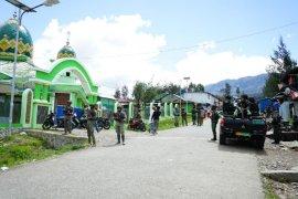 Sinergitas TNI-Polri jaga shalat Jumat warga muslim di Ilaga