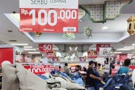Jelang Lebaran pusat perbelanjaan di Bandarlampung dipadati pengunjung