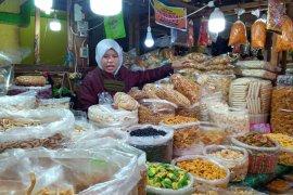 Permintaan kue kering di pasar Solok  meningkat jelang Lebaran 1442 Hijriah, harga alami lonjakan