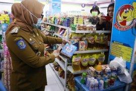 Bupati Mamuju ancam tindak pengelola toko yang jual produk kedaluwarsa