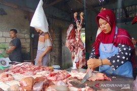 Harga daging sapi dan ayam ras naik di pasar Pekanbaru