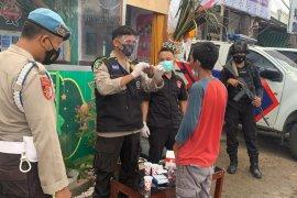 Antisipasi pemudik jelang Idul Fitri, Polres Lotara lakukan penyekatan dan tes urin pengendara