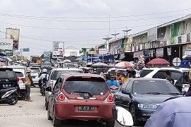 Pasar Simpang Pematang dipadati pengunjung  Page 3 Small