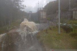 PLN Wamena bersihkan tujuh pembangkit listrik terendam air