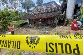 Warga sekitar lokasi ledakan petasan sempat bungkam terhadap polisi