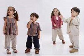 Berikut ini koleksi busana lebaran agar si kecil makin menggemaskan di Hari Raya