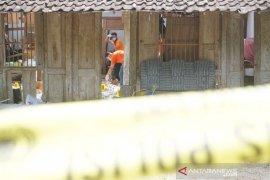 Polisi lakukan olah TKP ledakan petasan yang tewaskan 2 remaja di Tulungagung