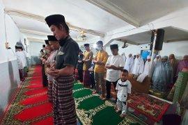 Jamaah Naqshabandiyah Padang sudah merayakan Idul Fitri hari ini