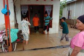 Tiga rumah di Pesisir Selatan hanyut akibat banjir