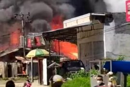 Tujuh rumah di Mamuju Sulbar terbakar