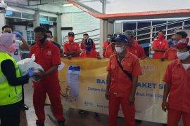 ASDP salurkan bantuan ribuan paket sembako di tujuh pelabuhan utama