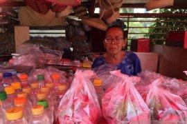 Penjual kembang Karet Bivak pasrah terkait penutupan TPU