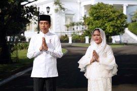 Presiden Jokowi dan Ibu Negara Iriana mengucapkan selamat Idul Fitri