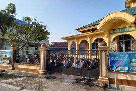 Walau dilarang, sejumlah masjid Pekanbaru tetap gelar salat Id