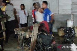 Sepeda motor warga Mukomuko terbakar akibat permainan kembang api