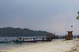 Wisata pantai di Pesawaran patuhi imbauan gubernur untuk tak buka