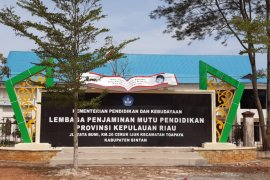 Ruang karantina pasien COVID-19 di Gedung LPMP Kepulauan Riau penuh