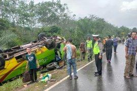 Bus terbalik di Jalinsum Mesuji, Lampung Page 4 Small
