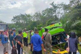 Bus terbalik di Jalinsum Mesuji, Lampung Page 2 Small