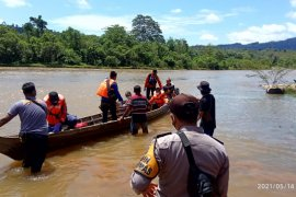 Cerita kronologis hanyutnya tiga pemudik gunakan perahu dari Riau menuju Sumbar