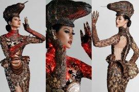 "Detail kostum nasional \""Komodo\"" pada finalis Miss Universe 2020"