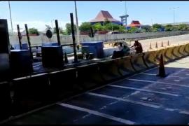Ngayuh becak terobos tol Surabaya-Gresik dikenakan sanksi