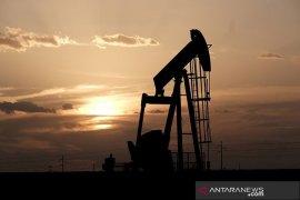 Harga minyak turun tajam karena persediaan AS naik