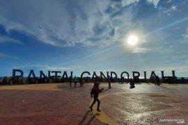 Kunjungan wisatawan ke Pariaman pada Sabtu kemarin capai delapan ribu orang