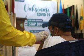 Seluruh dosen dan ASN IAIN Kendari telah menjalani vaksinasi
