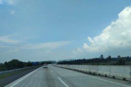 Arus kendaraan via tol Sumatera  ruas Bakter masih lenggang