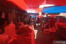 Pengunjung pasar tradisional di Agam sepi setelah Lebaran