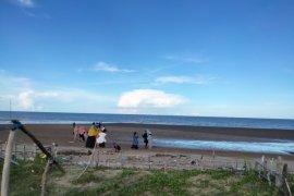 Warga Tarakan Padati Pantai Amal Saat Libur Lebaran