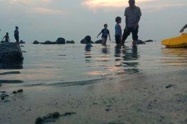 Sejumlah tempat wisata pantai di Lampung Selatan dan Babel tutup selama libur Lebaran
