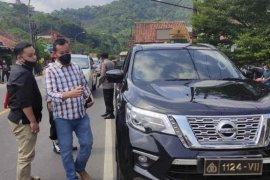 Polisi mengamankan pengemudi gunakan pelat dinas kepolisian palsu
